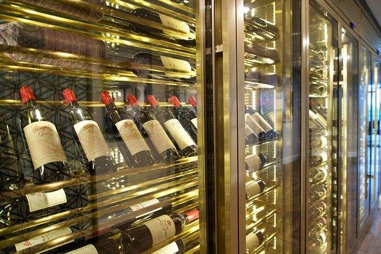Southport, Australien: Extensive selection of premium wines