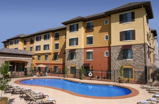 El Dorado Hills, CA: Relax by our outdoor pool its at a great temperature year round.