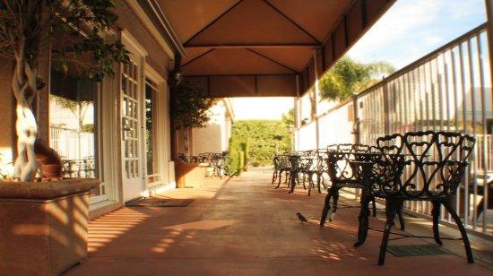 Staybridge Suites Chatsworth: Guest Patio