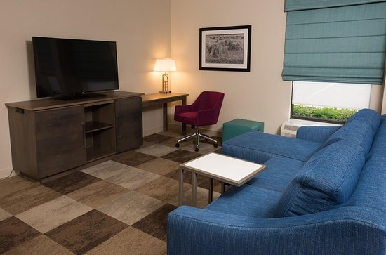 Wooster, OH: Suite Sitting Area