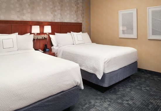 Deerfield, IL: Double/Double Suite – Sleeping Area
