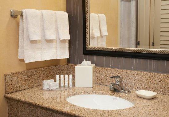 Deerfield, IL: Guest Bathroom Vanity