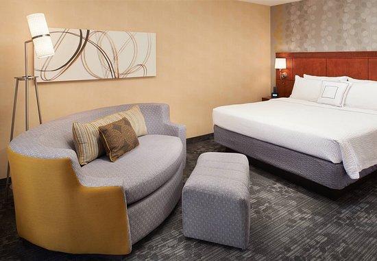 Deerfield, IL: King Guest Room