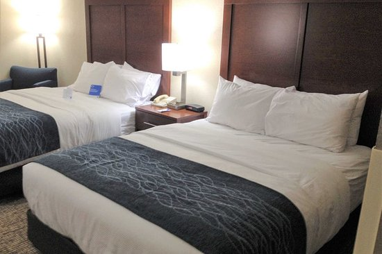 Junction City, KS: Spacious room with queen beds