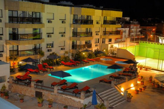 Golden Beach Resort and Spa: pool at night