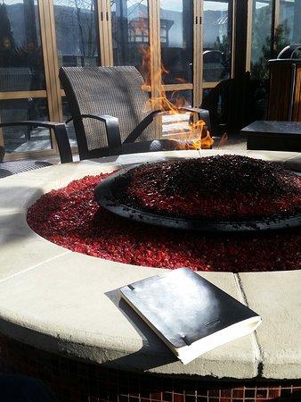 Ameristar Casino Resort Spa Black Hawk: Fire pit on rooftop patio