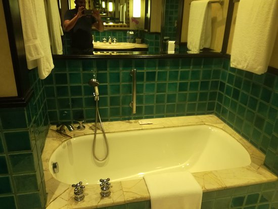 Sheraton Grande Sukhumvit, A Luxury Collection Hotel: A nice bathtub to relax