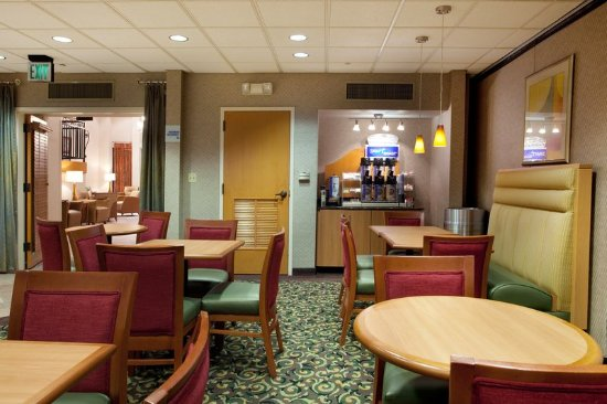 Holiday Inn Express & Suites- Sulphur (Lake Charles): We offer a Free Hot Breakfast! Come see us!