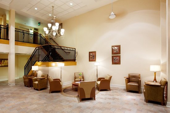 Sulphur, Луизиана: Our Hotel Lobby is a great place to relax & chat with one another