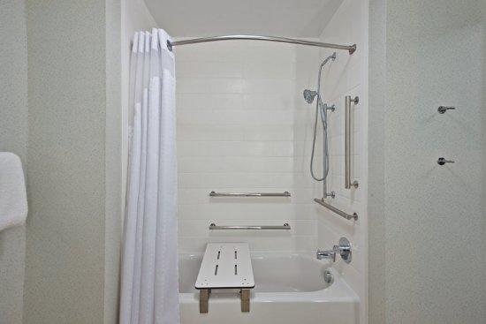 Uniontown, Пенсильвания: Accessible Bath