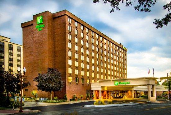 Holiday Inn Arlington At Ballston: 3 Blocks to Ballston Metro, Just off of Hwy 66
