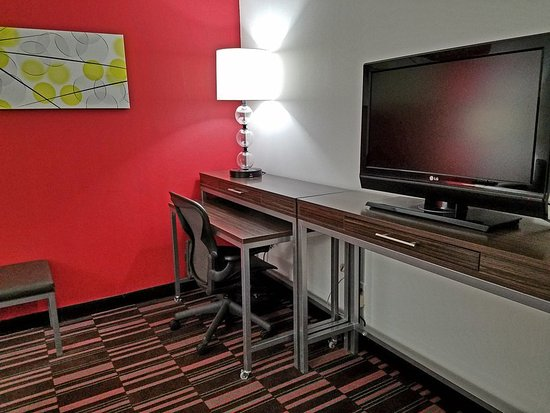 Irving, TX: Large Work Spaces in our Suites