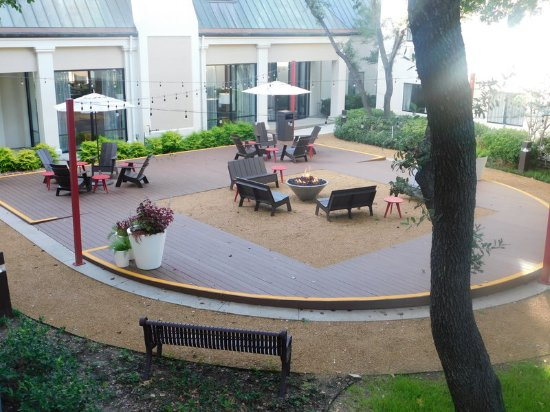 Irving, TX: Our beautiful courtyard with outdoor seating.