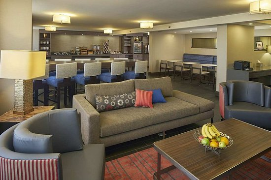 Hilton North Raleigh/Midtown: Renovated Lounge
