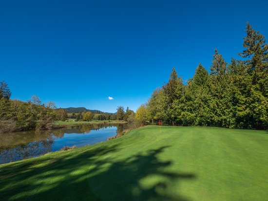 Sechelt, Καναδάς: Signature 13th hole.  A scenic downhill par 3 over water.