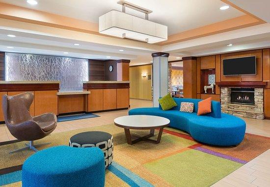 Springdale, AR: Front Desk & Lobby