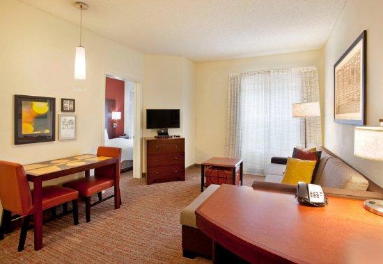 Ridgeland, MS: One-Bedroom Suite – Living Area