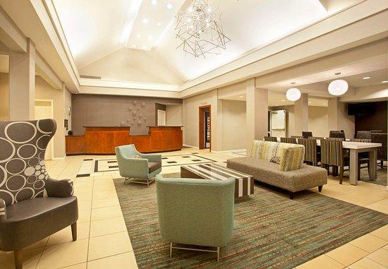 Ridgeland, MS: Front Desk & Lobby
