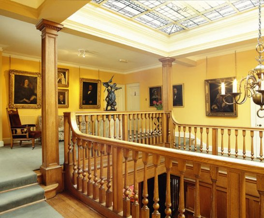 Blairgowrie, UK: Portrait Gallery Mb