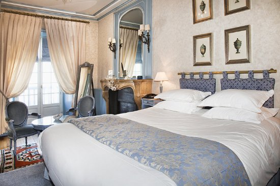 Cruseilles, France: Deluxe Room In The Castle