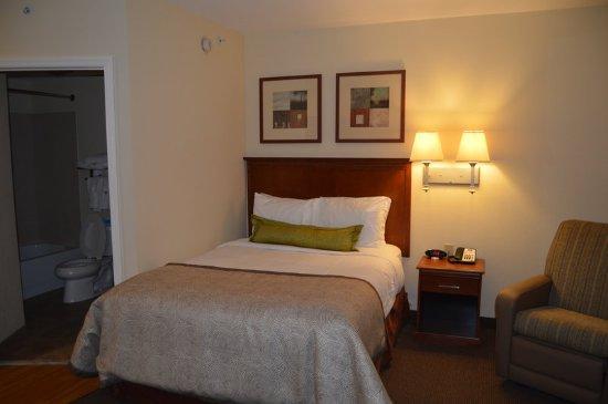Candlewood Suites Fort Myers Sanibel / Gateway: Guest Bedroom