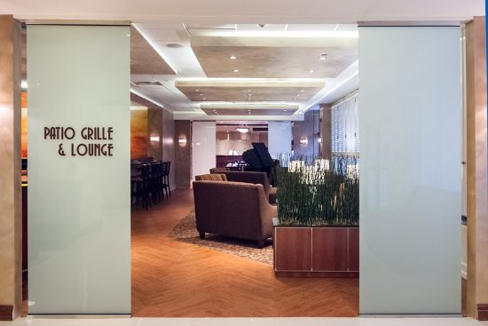 Patio Grille and Lounge - Picture of Crowne Plaza Hotel Executive ...