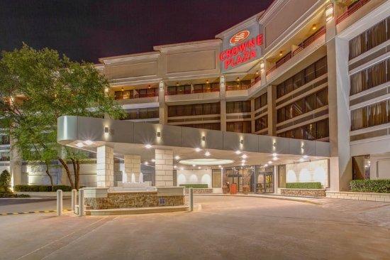 Crowne Plaza Executive Center Baton Rouge: Hotel Exterior