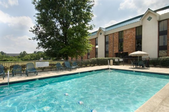 Pear Tree Inn St. Louis Fenton: Outdoor Pool & Whirlpool