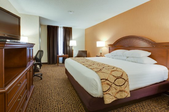 Pear Tree Inn St. Louis Fenton: Deluxe King Guestroom