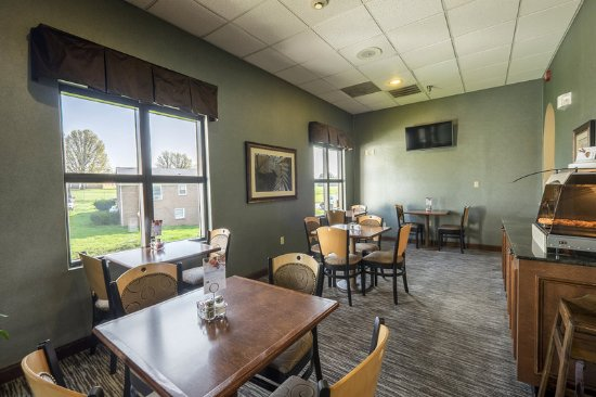 Waynesboro, VA: Breakfast Bar Seating Area