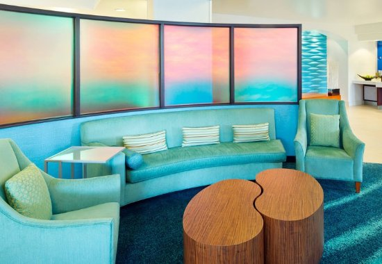 Hillsboro, Oregón: Lobby Seating Area