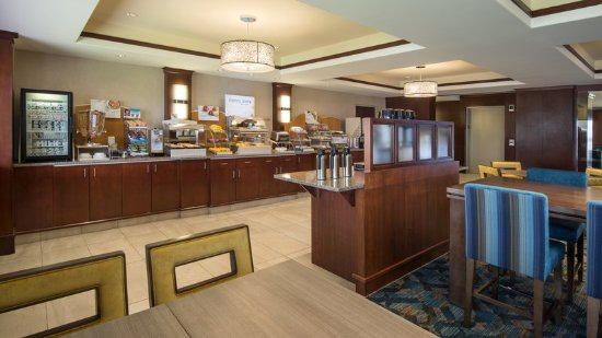 Sherwood Park, Canada: Enjoy the complimentary hot continental breakfast served daily