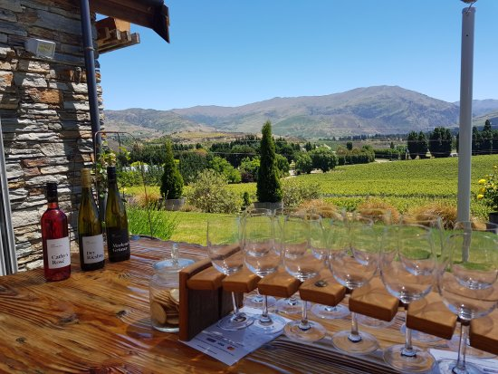 Cromwell, Nueva Zelanda: Tasting with a great view