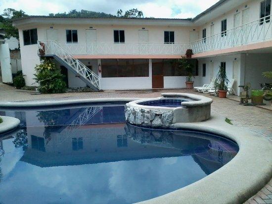 Provincia de Manabi, Ecuador: Es un hotel en San Isidro a pocos Km de San Vicente lo visite y me parecio interesante
