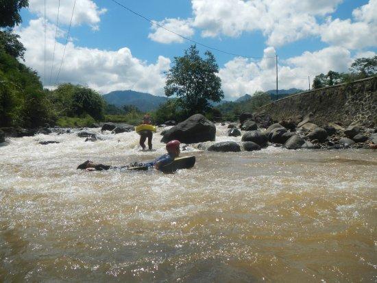 Wisata River Tubing Di Banjarwangi Garut Jawa Barat Dengan