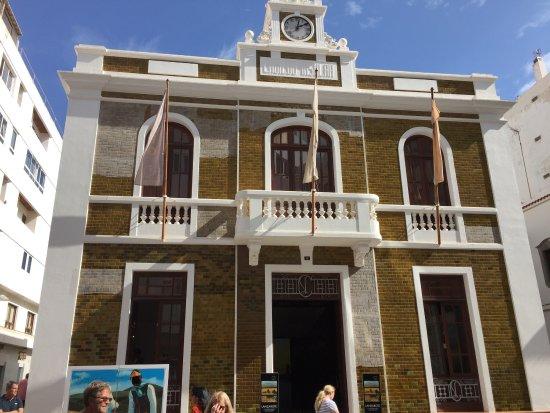 La casa amarilla arrecife antiguo cabildo de lanzarote for Casa amarilla la serena