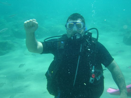 European Diving Centre: This hand signal can mean 50 Bar remaining? Learner!!