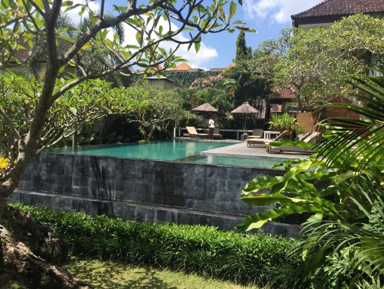 Garden two bedroom pool villa picture of pertiwi resort for Garden pool villa ubud