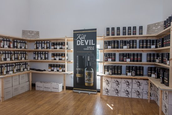 Bridgend, UK: In the shop you will find a range of single cask bottlings from all over Scotland.