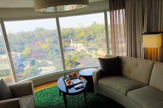 InterContinental Seoul COEX: My fav corner suite room with the magnificent view of Bongeunsa Temple ❤