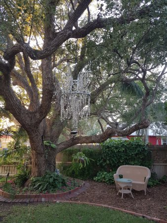 Meranova Guest Inn: Chandelier in the garden!