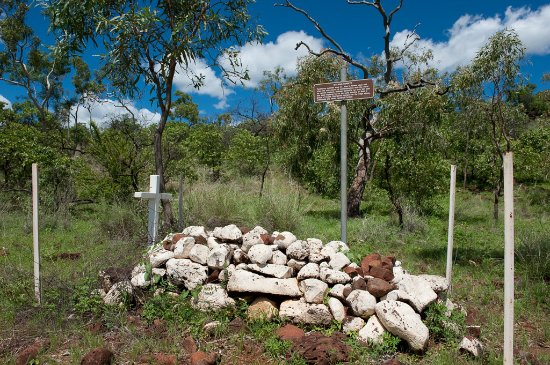 Hughenden, Australien: old grave on the roadside near Porcupine Gorge