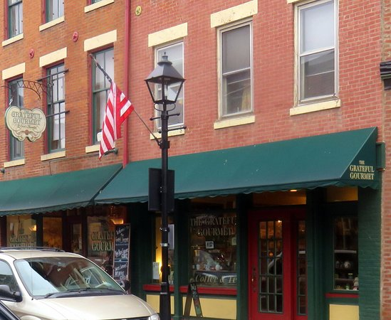 Galena, IL: entrance to Grateful Courmet
