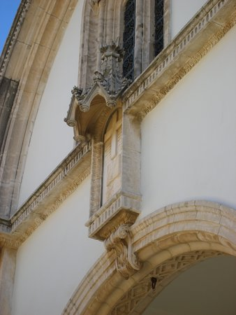 The Church Of Holy Cross: Λεπτομέρεια πάνω από την είσοδο