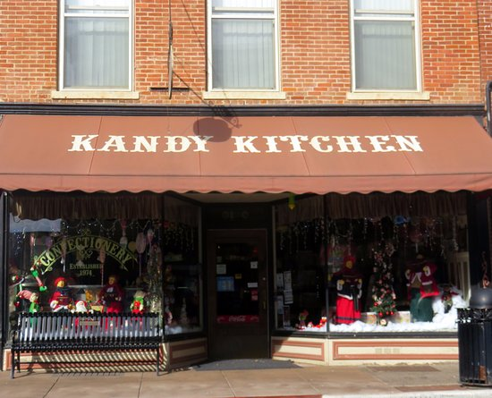 Galena, IL: front of & entrance to Kandy Kitchen