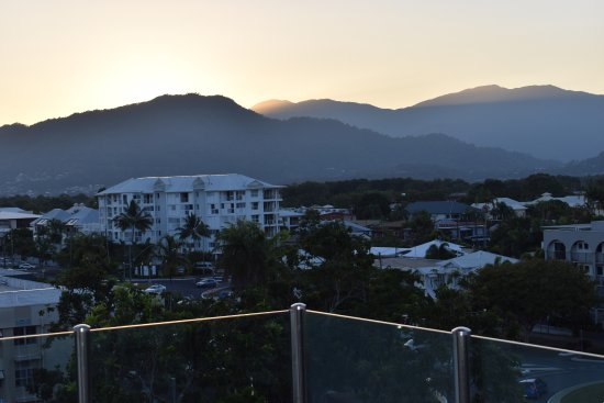 Waters Edge Apartments: View towards the hills behind Cairns