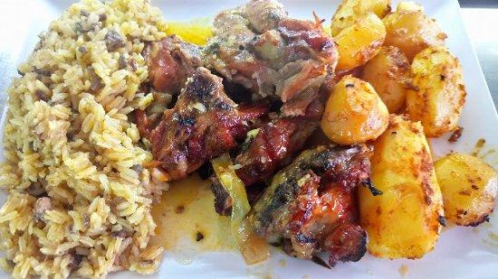 Oeiras, Πορτογαλία: Cabrito fresco e nacional com arroz de miudos e batata assada