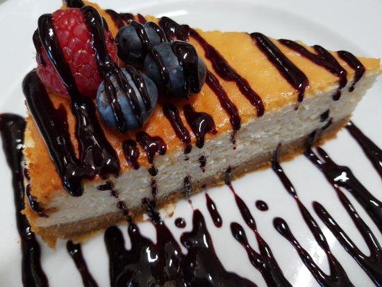 Atajate, إسبانيا: Todos los postres son caseros. elaborados en nuestra cocina, incluida la tarta de queso. 