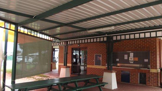 Forrestfield, Australie : Camp Kitchenand BBQ area.