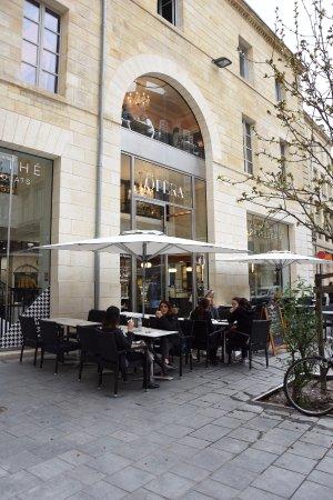 Opera Patisserie: La devanture de la boutique
